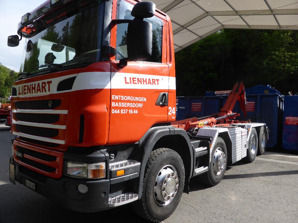 Fz.Nr. 24 Hakengerät Scania